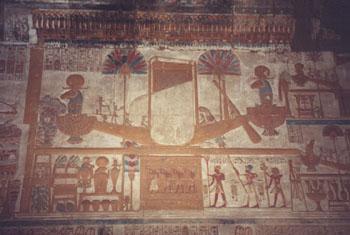 Relieve de la capilla de Amón-Ra - La barca sagrada. <br> Fotografía: Marinela Rodríguez