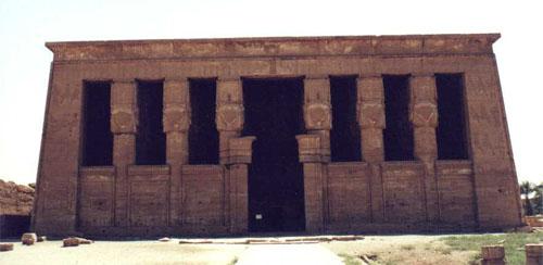 Fachada del Templo de Hathor en Dendera