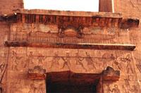 Detalle del dintel del pilono