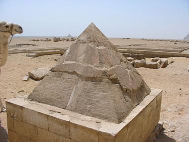 Piramidón de la pirámide roja de Seneferu Fotografía: Francisco López