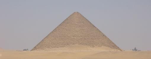 Pirámide roja de Seneferu vista desde la acodada Fotografía: Francisco López