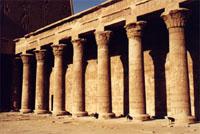 Patio con columnas