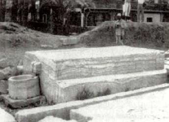 Camas de alabastro para embalsamar al Apis. Memfis, época tradía, 712-332 a.C.