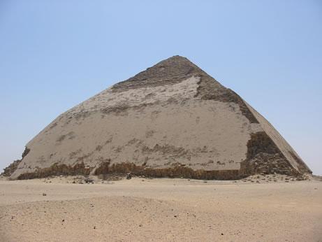 Pirámide acodada de Seneferu Fotografía: Francisco López